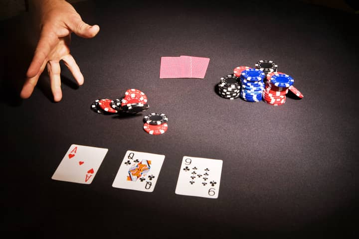 community cards in texas holdem game