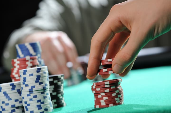 how to play small ball poker
