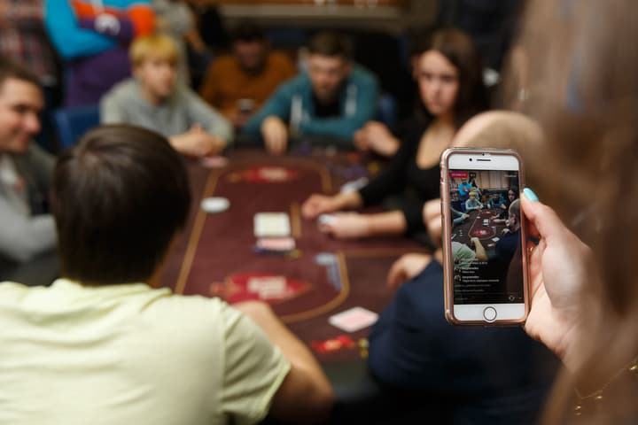 how to make a living playing poker